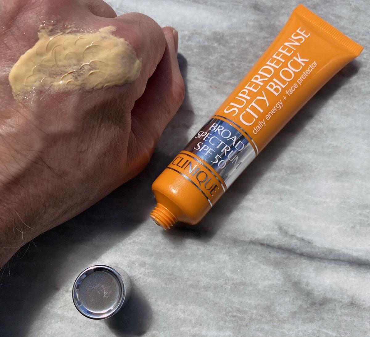 ضد آفتاب چند کاره SPF 50 کلینیک